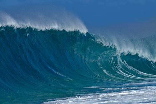 オアフ島「USA, Hawaii, Oahu, Pacific Ocean, Big dramatic wave」:スマホ壁紙(7)