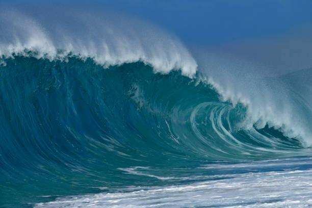 USA, Hawaii, Oahu, Pacific Ocean, Big dramatic wave:スマホ壁紙(壁紙.com)
