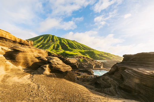 Volcanic Landscape「USA, Hawaii, Oahu, Lanai, Pacific Ocean, Coco crater at sunrise」:スマホ壁紙(1)