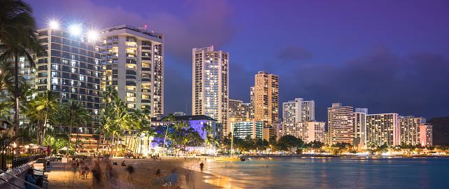 ハワイ ビーチ「アメリカ、ハワイ、オアフ島、ワイキキ ・ ビーチのパノラマ、夜」:スマホ壁紙(7)
