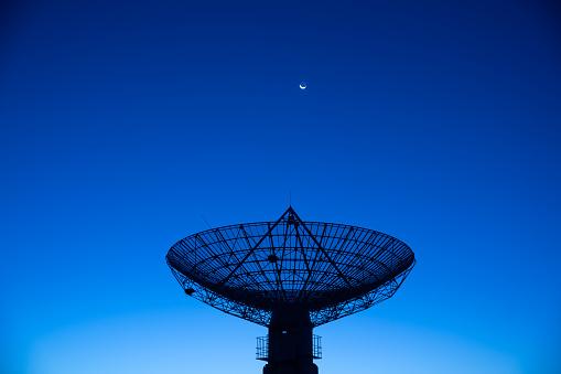 Moon「Satellite receiver  in the moonlight」:スマホ壁紙(14)