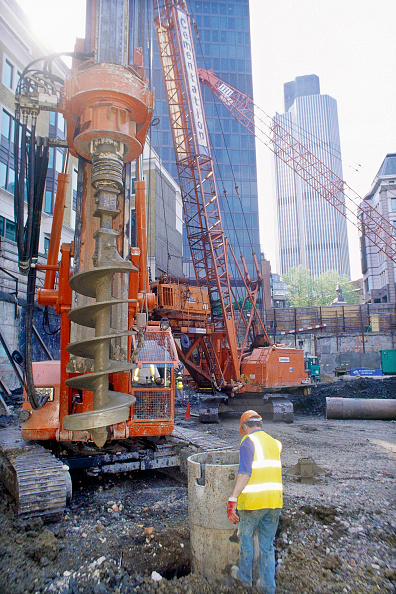 Mobile Crane「Circular piled foundations under installation for the Swiss Re Tower by Sir Norman Foster, now a London landmark. London, United Kingdom.」:写真・画像(14)[壁紙.com]