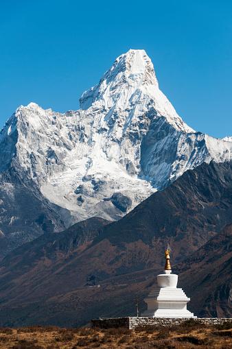 Khumbu「Chorten above Khumjung with Ama Dablam」:スマホ壁紙(19)