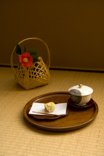 Wagashi「Wagashi and a cup of Japanese tea on tray, high angle view, Japan」:スマホ壁紙(9)