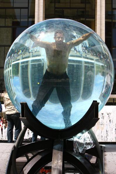 Challenge「David Blaine Begins Seven Day Endurance Challenge Under Water」:写真・画像(11)[壁紙.com]