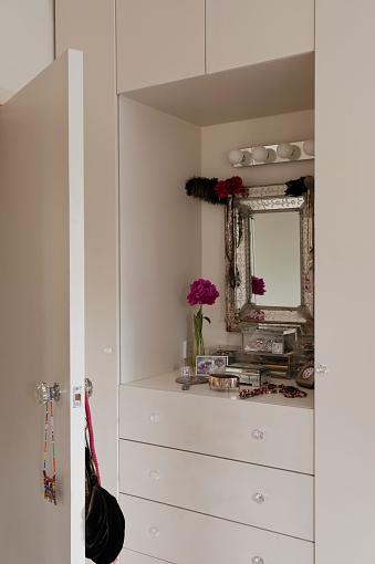 Dressing Table「London flat of interior designer Sarah Vanrenen」:スマホ壁紙(4)
