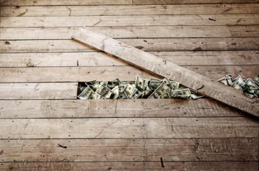 Discovery「100 dollar bills stashed under a floorboards」:スマホ壁紙(3)