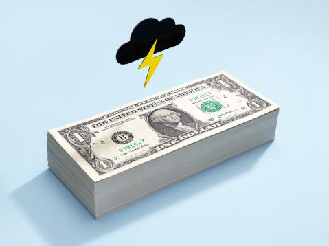 Uncertainty「Dollar bills with a dark cloud above」:スマホ壁紙(7)