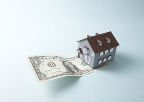 Economic fortune「Dollar bill and miniature house」:スマホ壁紙(12)