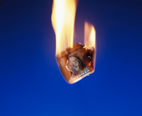 Money to Burn「US dollar bill in flames, close-up」:スマホ壁紙(6)