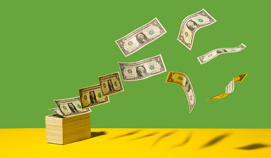 US Paper Currency「Dollar bills blowing away」:スマホ壁紙(16)