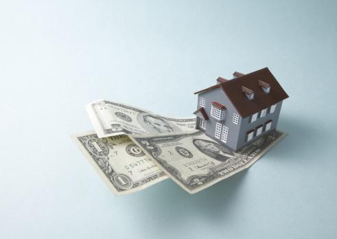 Economic fortune「Dollar bills and miniature house」:スマホ壁紙(17)