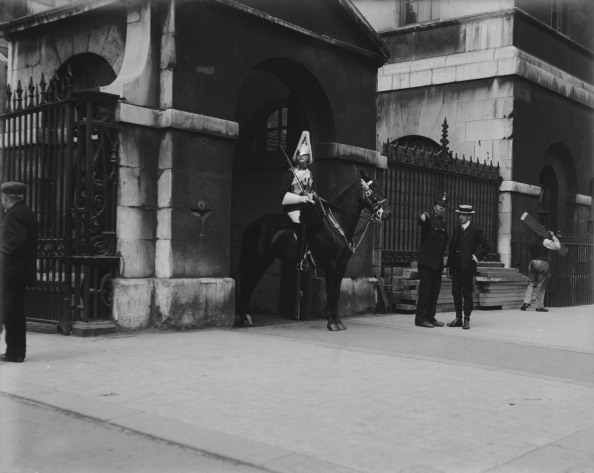The Montifraulo Collection「Guardsman On Duty In London」:写真・画像(2)[壁紙.com]