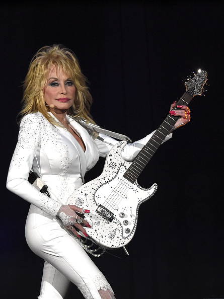Simplicity「Dolly Parton: Pure & Simple 7th Annual Gift Of Music」:写真・画像(5)[壁紙.com]