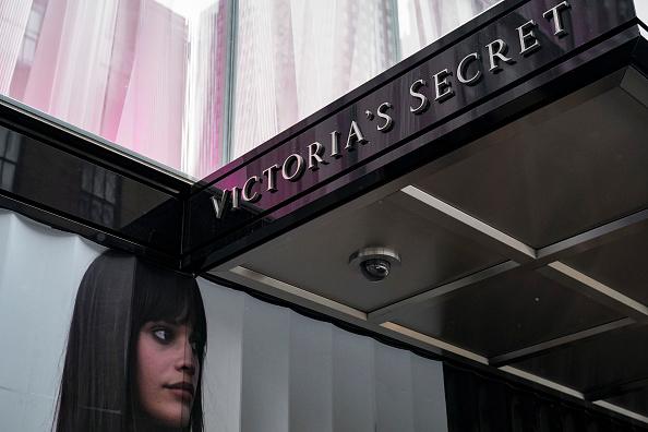 Victoria's Secret「Victoria's Secret To Close 53 Stores As Sales Drop 7 Percent In Last Quarter」:写真・画像(11)[壁紙.com]