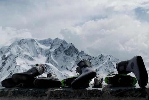 Ski Boot「Ski boots on the porch of Valsorey Hut in swiss alps.」:スマホ壁紙(10)