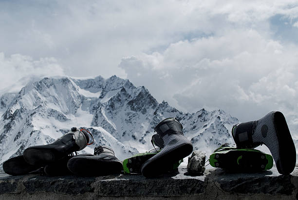 Ski boots on the porch of Valsorey Hut in swiss alps.:スマホ壁紙(壁紙.com)
