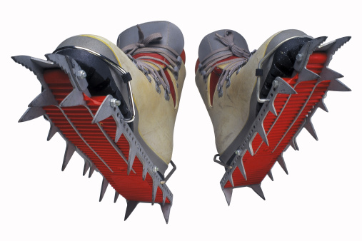 Ice Climbing「Bottoms of ice-climbing boots」:スマホ壁紙(9)