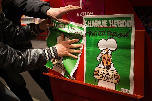 Charlie Hebdo「Charlie Hebdo Sales Begin In Berlin」:写真・画像(5)[壁紙.com]