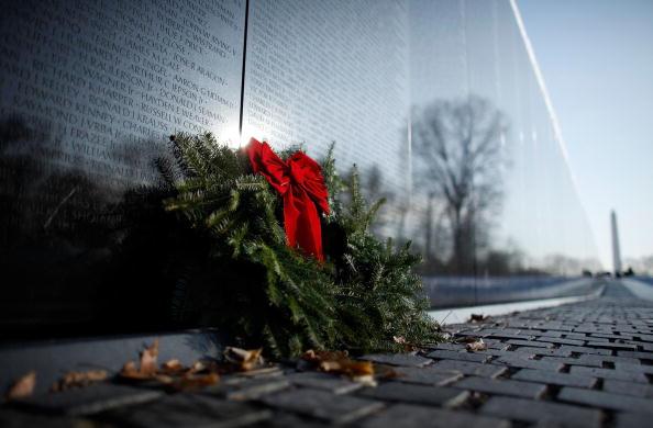 Christmas Decoration「Vietnam Vets Hold Christmas Tree Ceremony At Memorial In DC」:写真・画像(12)[壁紙.com]