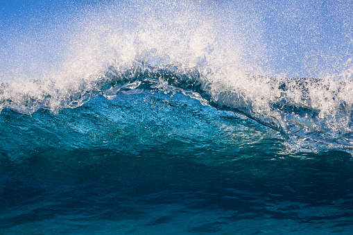 Reef「Lip of a wave breaking in ocean, Haleiwa, Honolulu, Hawaii, America, USA」:スマホ壁紙(16)