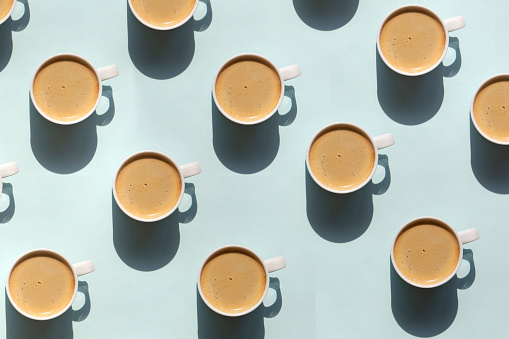 Latte「Pattern made of cup of cappuccino on blue background」:スマホ壁紙(10)