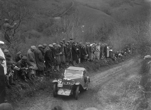 Country Road「MG J2 of GN Mansell competing in the MCC Lands End Trial, 1935」:写真・画像(0)[壁紙.com]