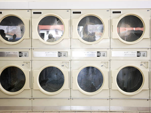 dryers in a laundromat:スマホ壁紙(壁紙.com)