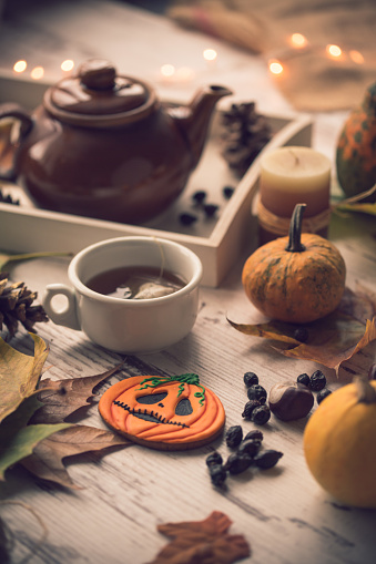 chestnut「Hot tea and Halloween cookies and decorations」:スマホ壁紙(9)