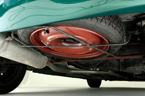 Low Angle View「2002 Peugeot 206 Hdi」:写真・画像(9)[壁紙.com]