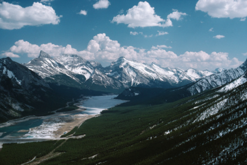 Mt Assiniboine「River running through mountains, British Columbia, Canada」:スマホ壁紙(11)