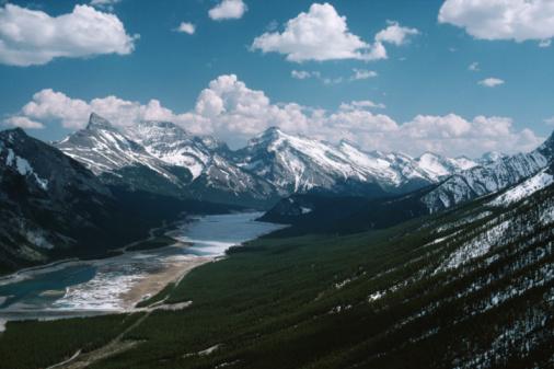Mt Assiniboine「River running through mountains, British Columbia, Canada」:スマホ壁紙(7)