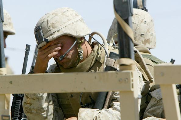 Justin Sullivan「U.S. Marines Participate In Light Craft Drill On The Euphrates」:写真・画像(17)[壁紙.com]