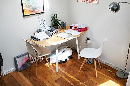 Chaos「Untidy desk」:スマホ壁紙(0)
