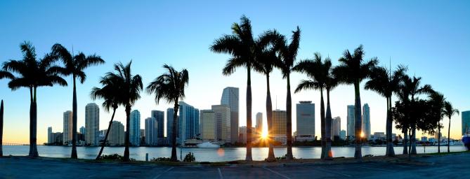 Financial District「Miami skyline viewed over marina」:スマホ壁紙(8)