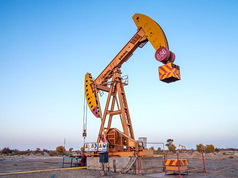掘る「Karamay oil field in Sinkiang,China」:スマホ壁紙(11)