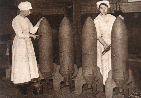Plant「Women Munitions Workers Putting A Coat Of Paint On Aerial Bombs World War I circa 1914-circa 1918」:写真・画像(16)[壁紙.com]