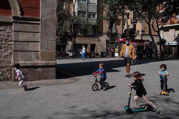 Spain「Spain Allows Children To Go Outside, Easing Lockdown Rule」:写真・画像(8)[壁紙.com]