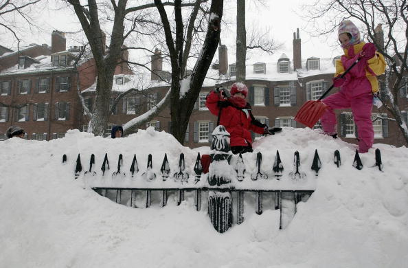 Snowdrift「Midwest And East Coast Hit With Major Snowfall」:写真・画像(17)[壁紙.com]