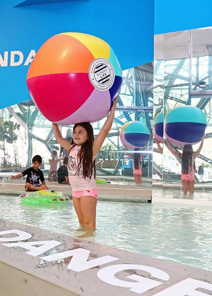 Celebration「Children Play In Designer Swimming Pool At Australian Premiere Of The Pool Exhibition」:写真・画像(19)[壁紙.com]