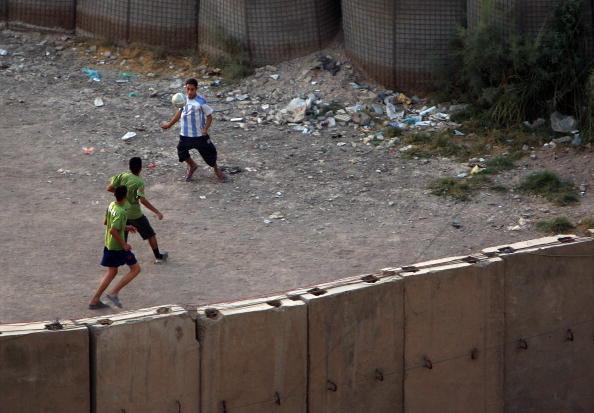Baghdad「Baghdad Struggles Through Daily Routine In Fourth Year Of War」:写真・画像(0)[壁紙.com]