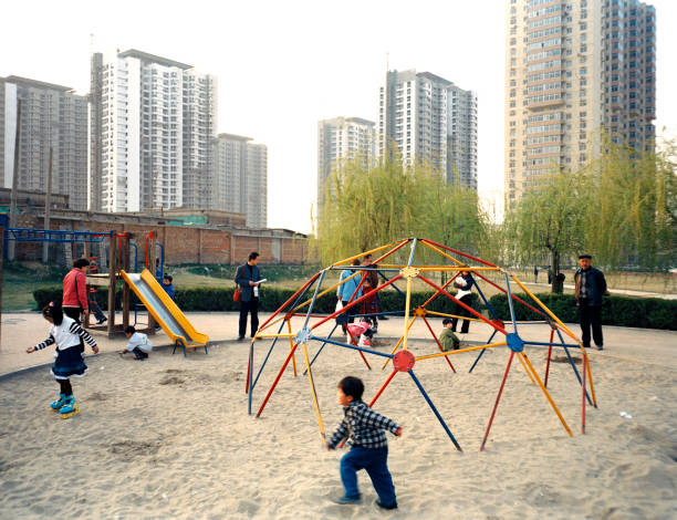 Children playing, North Beijing, China:ニュース(壁紙.com)