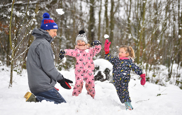 Playing「Met Office Issues Severe Weather Warning For Much Of The UK」:写真・画像(0)[壁紙.com]
