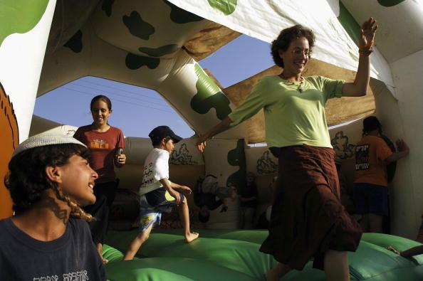 School Bus「Preparations Continue For Israeli Withdrawl From Gaza」:写真・画像(15)[壁紙.com]
