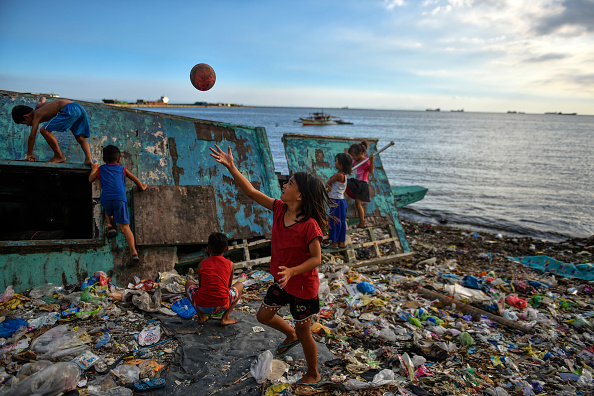 Pollution「Filipinos Tackle Plastic Pollution At Manila's Bay」:写真・画像(13)[壁紙.com]