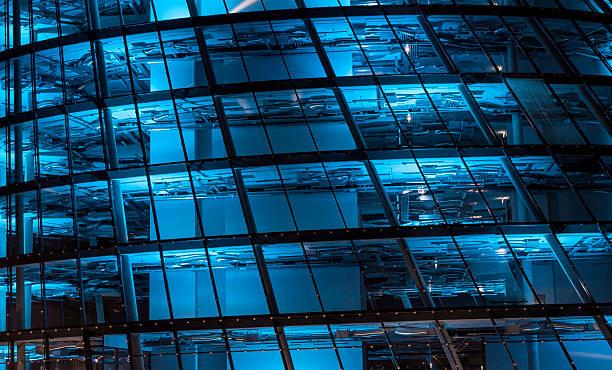 blue lit high tech office building:スマホ壁紙(壁紙.com)
