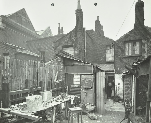 Slum「Rear Of Houses Prior To Slum Clearance, Princess Road, Lambeth, London, 1914. .」:写真・画像(7)[壁紙.com]