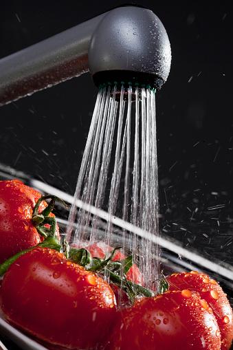 Washing「Fresh tomatoes」:スマホ壁紙(4)