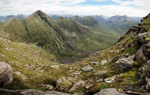 峰「Beinn Alligin と Torridon 山脈」:スマホ壁紙(9)