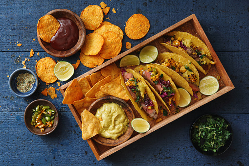 Taco「Mexican Crunchy Taco Shells with Beef and Vegetables」:スマホ壁紙(5)